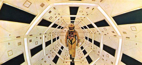 upuzun-bir-zaman-sicramasi-2001-a-space-odyssey-2001-bir-uzay-macerasi-1968-listelist (1)