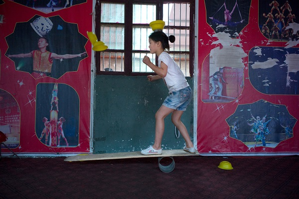 Acrobatic School05 children