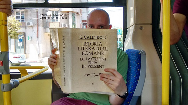 Romanian-City-Gives-Free-Bus-Rides-To-People-Who-Read-Books