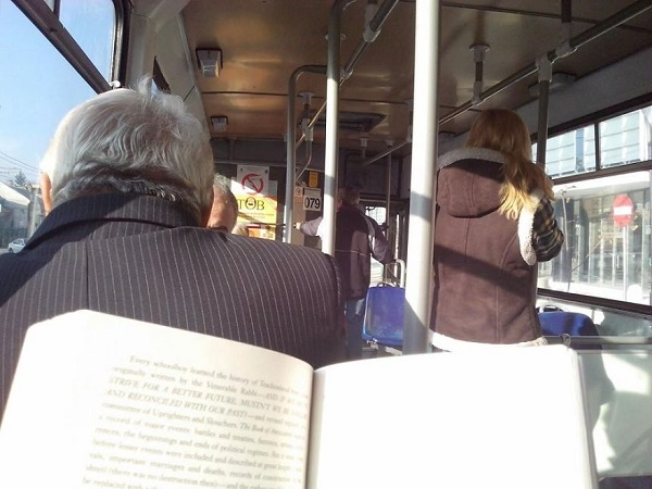 Travel-by-book-in-Cluj-Napoca-readers-t