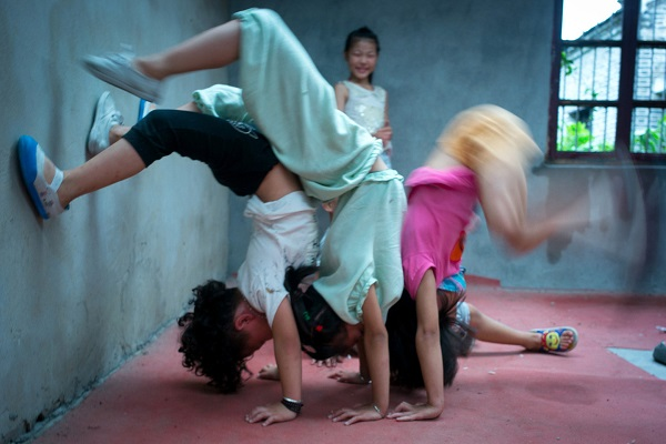 acrobatic scholl in china