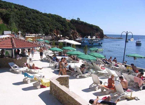 aradiginiz-plaj-cok-yakininizda-kamos-beach-club-listelist (1)