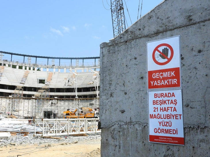 besiktas-vodafone-arena-levhalari-dikkat-bastigin-21-hafta
