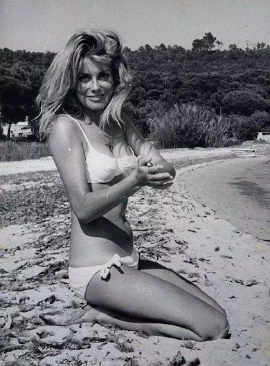 catherine-deneuve-bikini