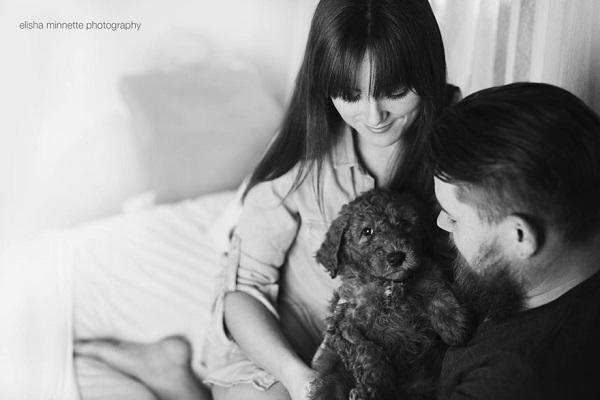 couple-newborn-dog-elisha-minnette-photograp