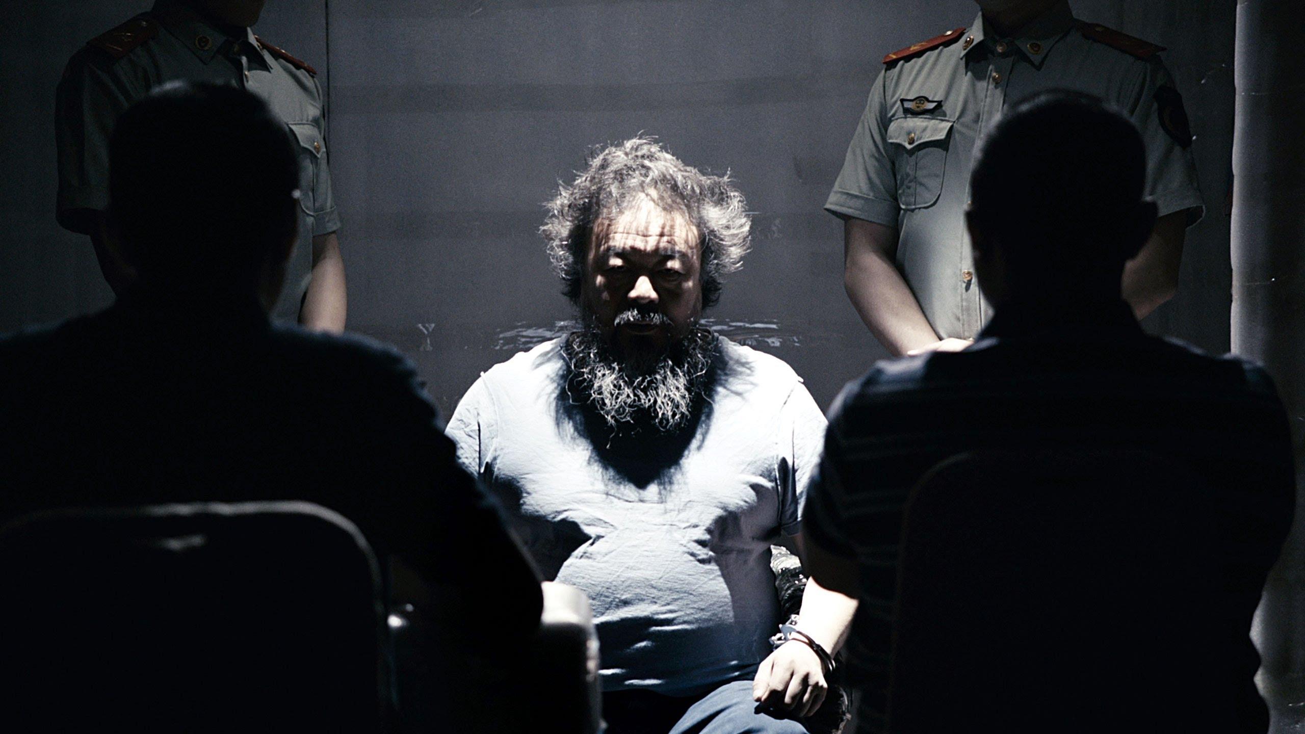 iftira-atilarak-tutuklanir-listelist