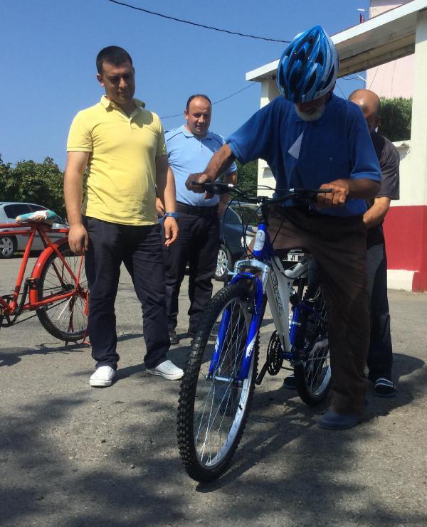 izmirden-unyeye-asker-torununu-ziyarete-bisikletle-geldi-2-002