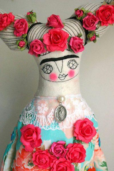 kahlo-cesitli-sanat-cevreleri-tarafindan-surrealist-ressam-olarak-tanimlansa-da-kendisinin-buna-sicak-baktigi-pek-soylenemez-listelist
