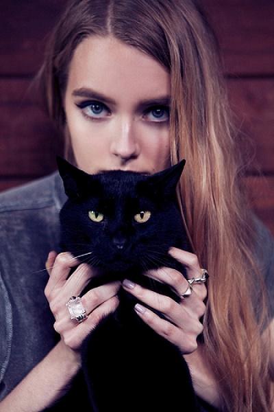 kedileri-seven-kadinlar-sorumluluk-sahibirler
