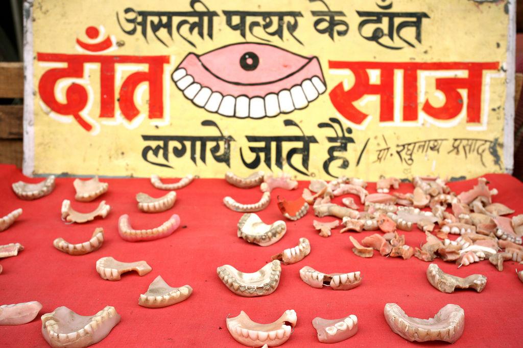 Street dentist, Varanasi