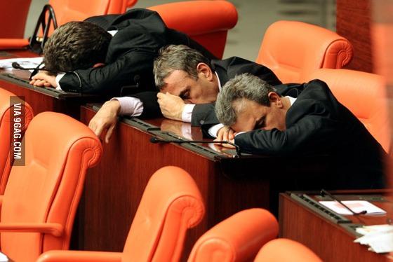 turk-politikacilar-uyuyor