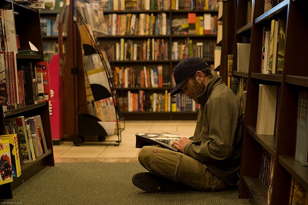 barnes-and-noble-bookstore-man-reading-flickr