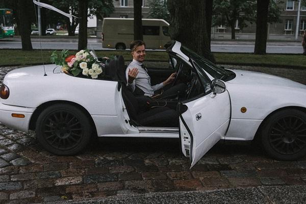 bride-photographer-wedding-own-liisa-luts-13 car