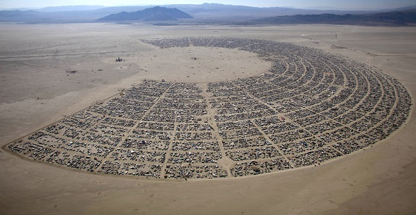 burning man yukaridan bakis