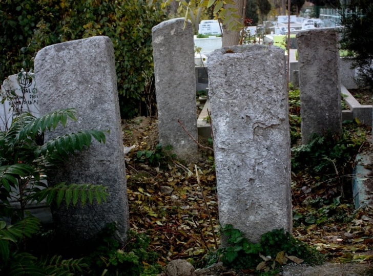 mezar-taslari-yazisiz-ve-ozensiz-yapilirdi-listelist