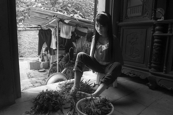 after-the-war-vietnamese-girl-born-without-arms-lives-n