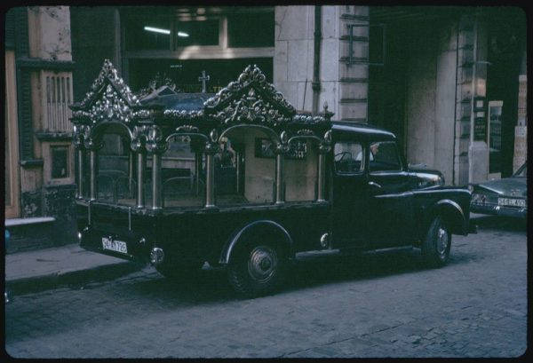 along-with-donkeys-this-motorized-hearse-is-something-you-wouldnt-see-in-istanbuls-streets-today