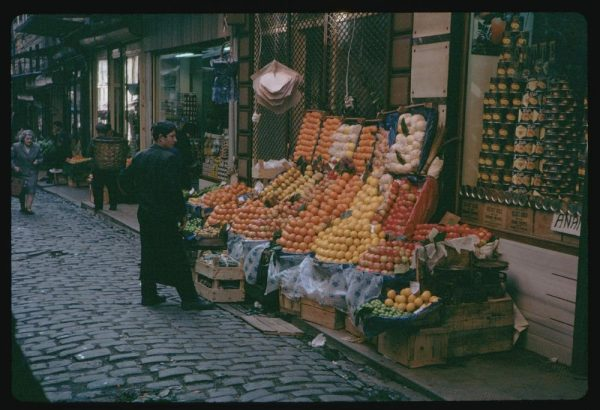 cushman-photographed-all-kinds-of-street-vendors-fruit-stands-lined-the-sidewalks