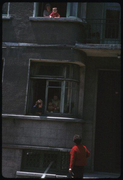 here-neighbors-chat-through-windows