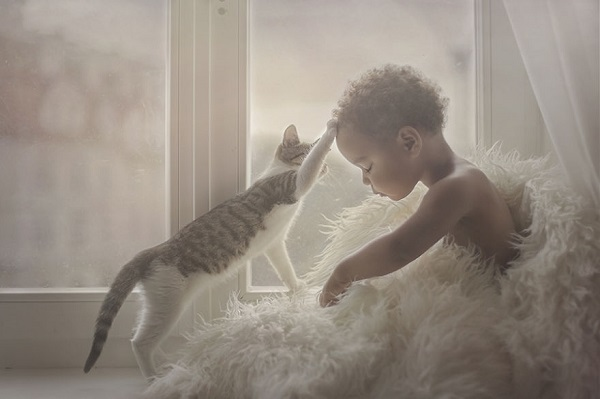photographers-from-all-over-the-world-capture-amazing-photos-of-children-and-animals