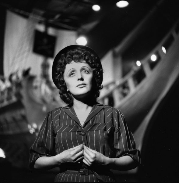 FRANCE - 1950:  Edith Piaf (1915-1963), French singer.  (Photo by Gaston Paris/Roger Viollet/Getty Images)