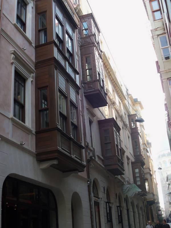 beyogluSrdarı Ekrem sokaktaki evleri
