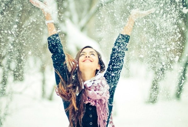 women nature snow cold happiness scarf coat 1280x1024 wallpaper_www.wallpaperhi.com_70