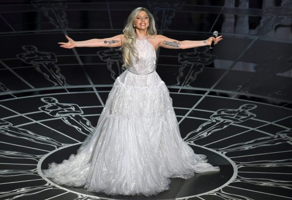 2.lady.gaga.performans