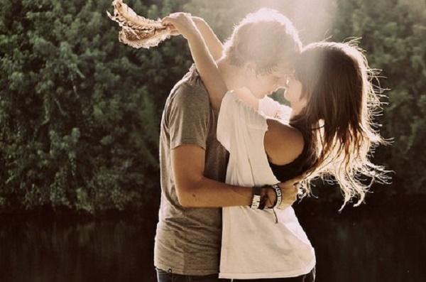 couple-girl-hug-love-sunlight-vintage-Favim.com-55240