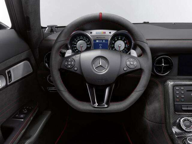 this-enthusiastic-steering-wheel-photo-u1