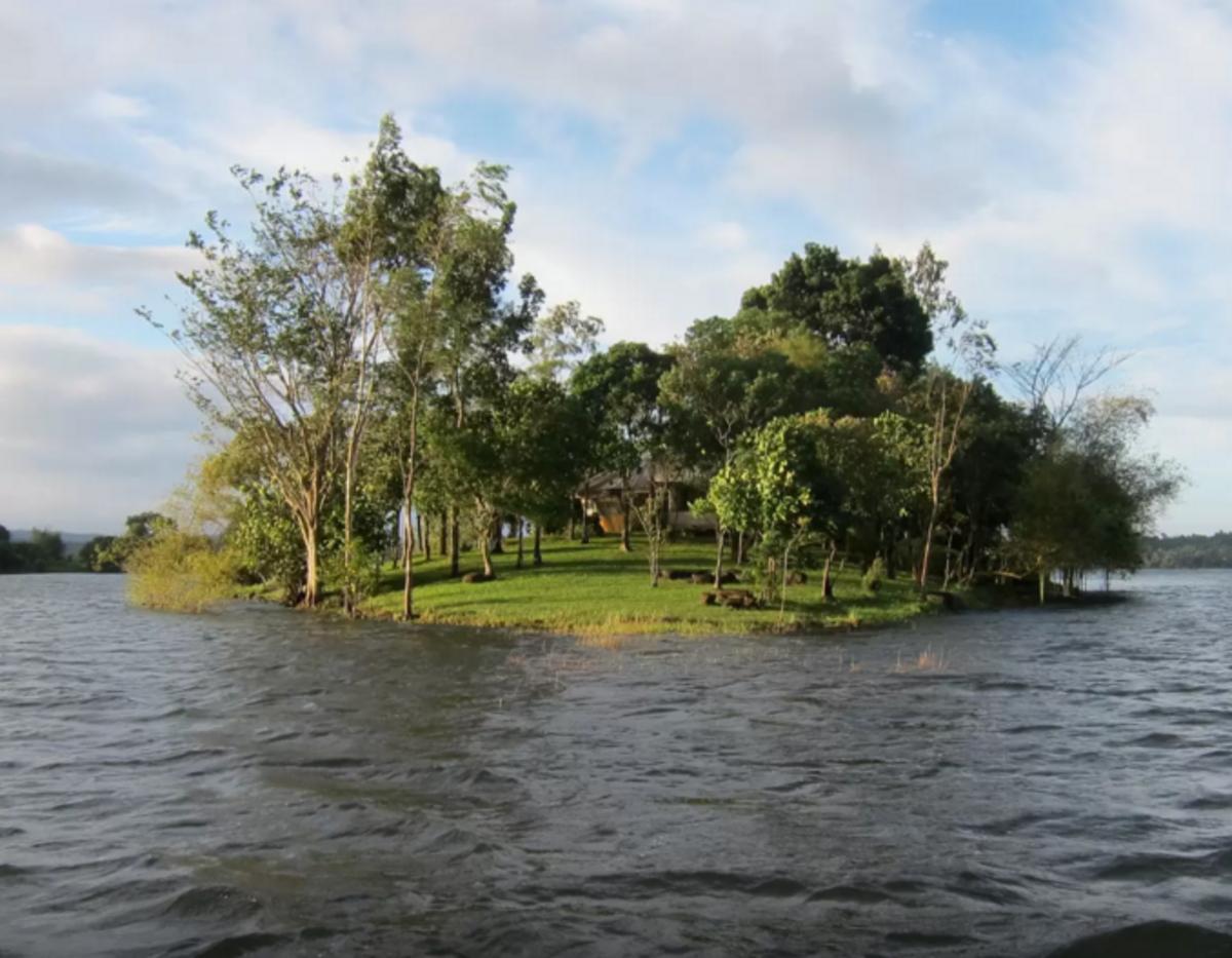 your_own_island_in_lake_near_manila