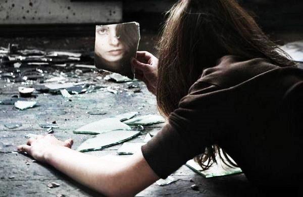 1. Aynalar ve İnsanlar