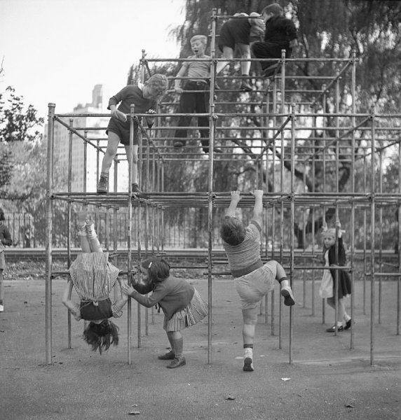 2.Playground_1942_LOC_8d23003v3