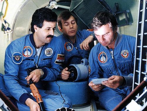 6.uzaydan.dunyayi.seyrederken
