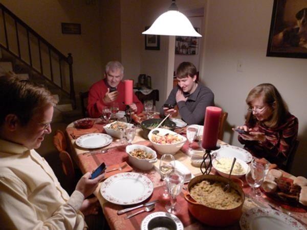 telefon-aile-yemek