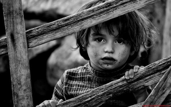 2. Ağlayan Çocuklar