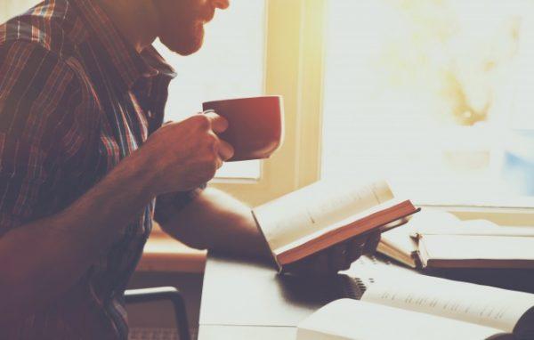 kitap-kahve-adam
