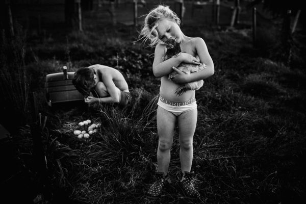 raw-childhood-without-electronic-devices-niki-boon-new-zealand-7