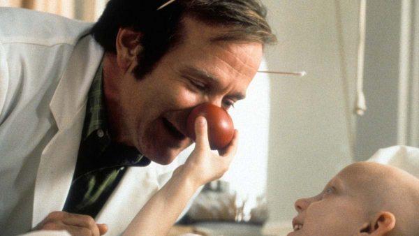 Patch Adams Robin Williams FikriSinema