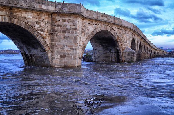 15. Dünyanın En Uzun Taş Köprüsü
