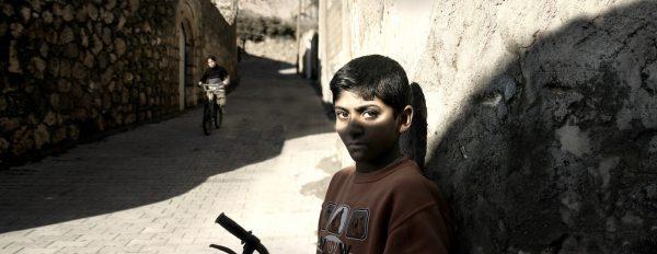 Bisiklete binen çocuklar