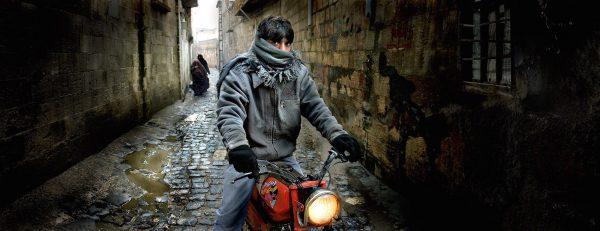 Motorsikletli genç