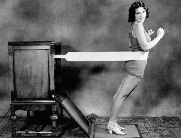 (GERMANY OUT) Massage machines The new 'hip massage machine' from the US (original caption) - photo: Kutschuk - 1928 - Published by: 'Berliner Morgenpost' 16.11.1928 Vintage property of ullstein bild (Photo by ullstein bild/ullstein bild via Getty Images)