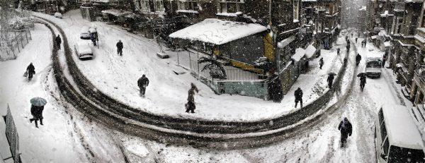 kışın sokak dönemeci