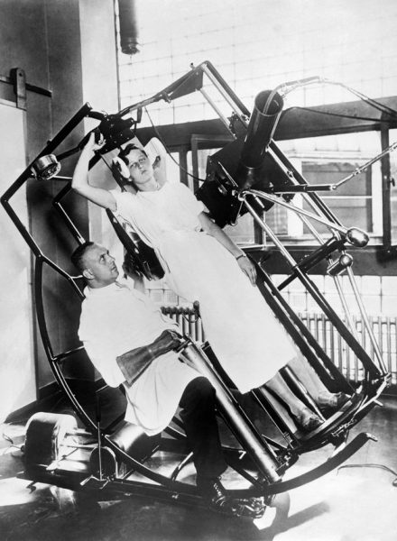 One of the advanced wonders at the Roentgen Institute, the modern Roentgen 'look through' machine, which prevents any injury to the treating physician, Frankfurt, Germany, circa 1929. (Photo by Underwood Archives/Getty Images)