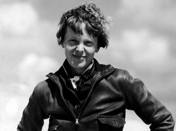UNITED STATES - 1932:  Portrait of aviatrix Amelia Earhart.  (Photo by Pictures Inc./Pictures Inc./Time & Life Pictures/Getty Images)