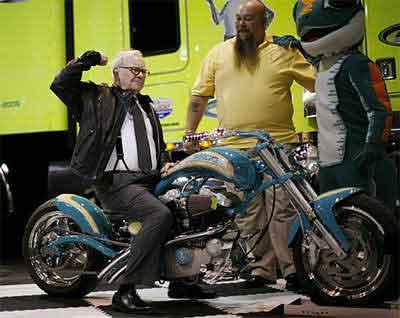 motosiklet-üstünde-warren