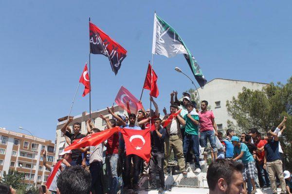 sanliurfada-tevhit-bayrakli-darbe-protestosuab