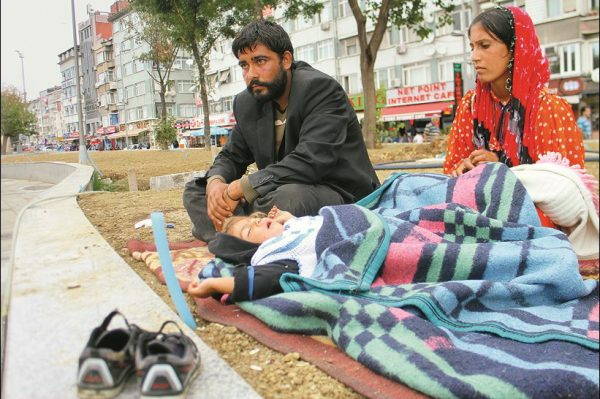 Sokakta kalan Suriyeliler