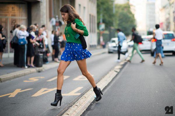 014 renkli kıyafet giyen kadınlar